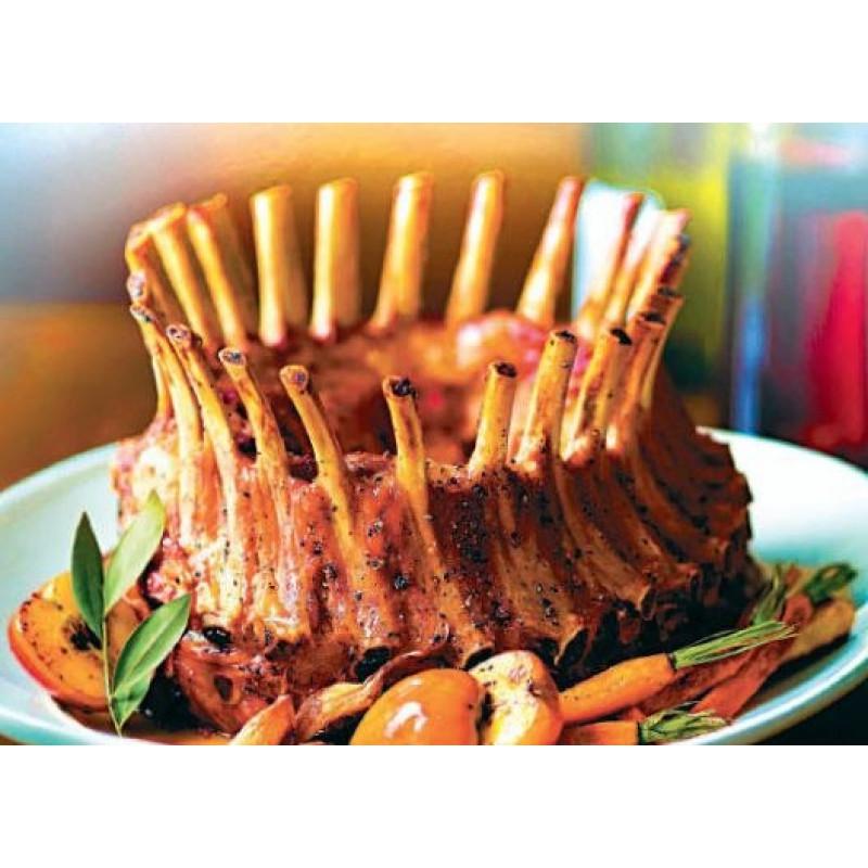 Корона из каре ягнёнка с тушёными овощами