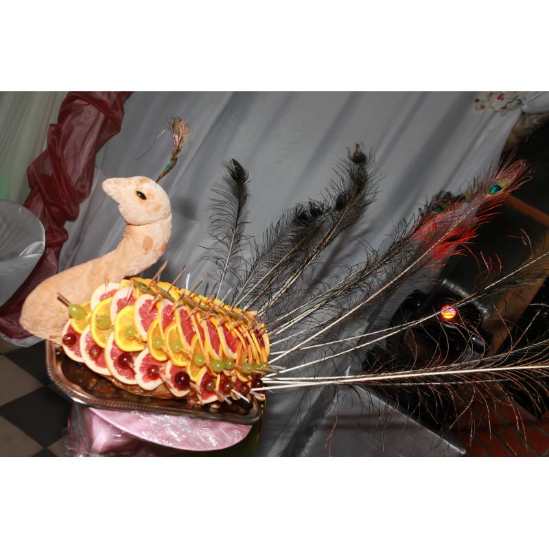 Павлин фаршированный дичью (индейка галантин оформлена в виде павлина)