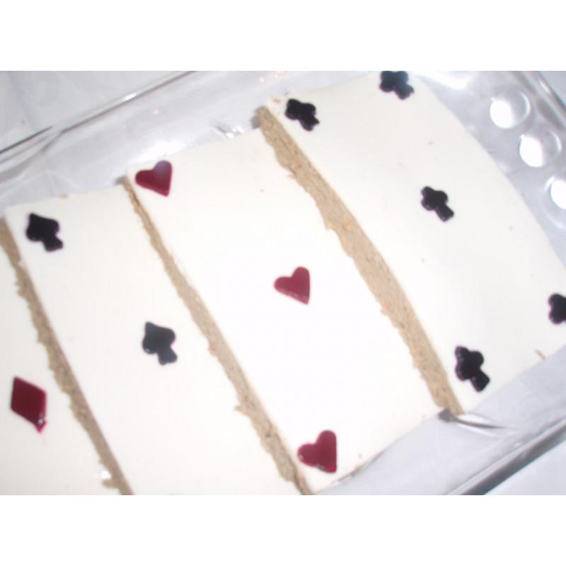 Паштет печени карты (говяжий паштет выложен в виде игральных карт)