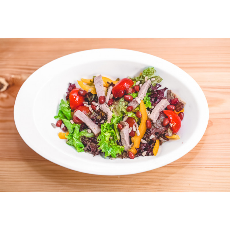 Салат из запечёной говядины с красной фасолью